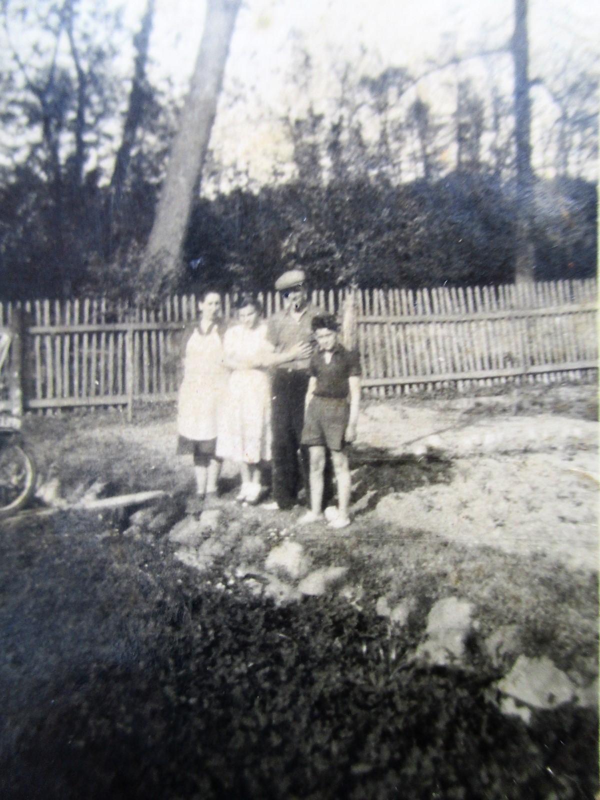 Na zahradě č.p. 31 u přítoku do Chrťáku směr do obory