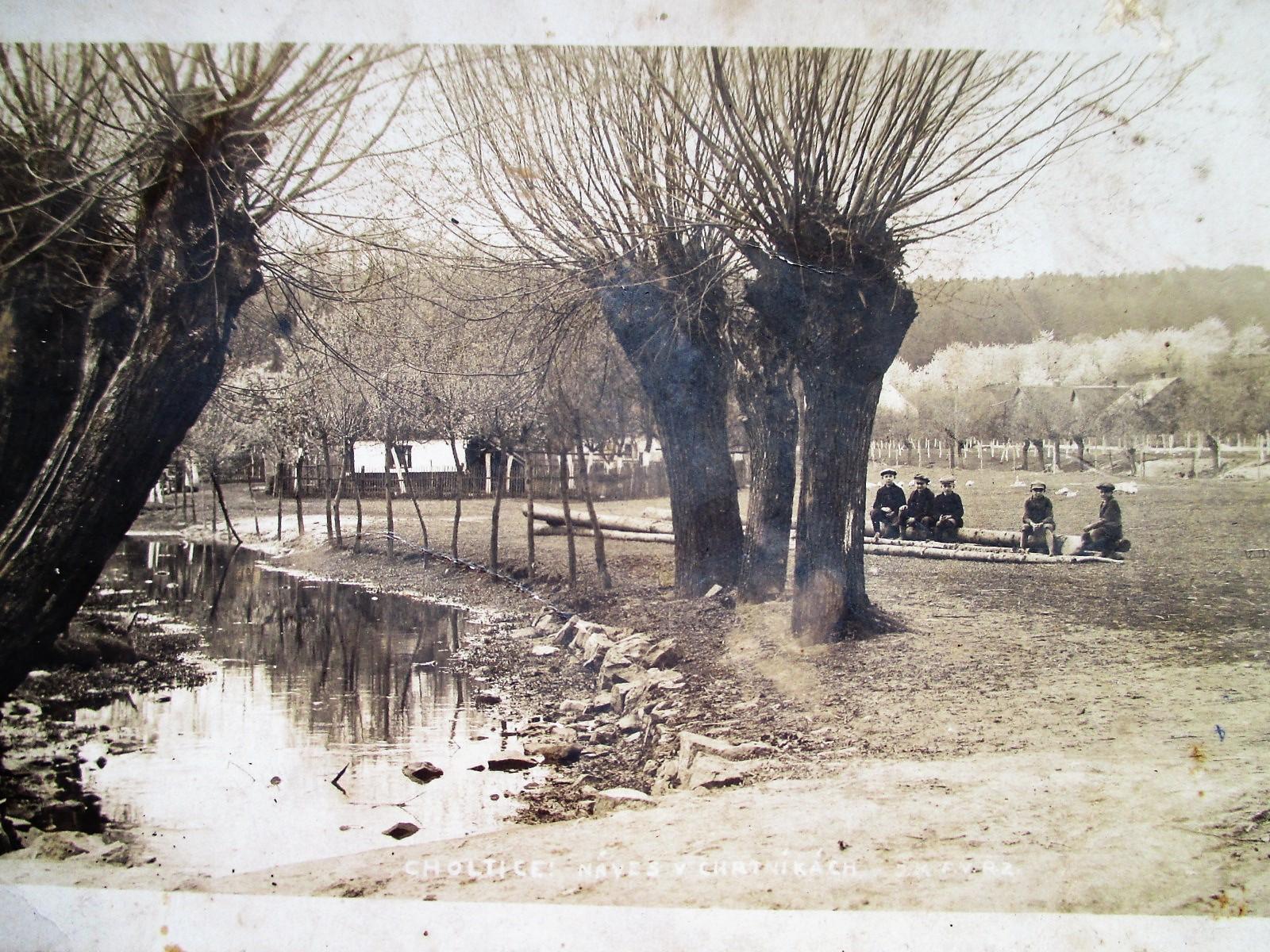 náves Chrtníky 1925